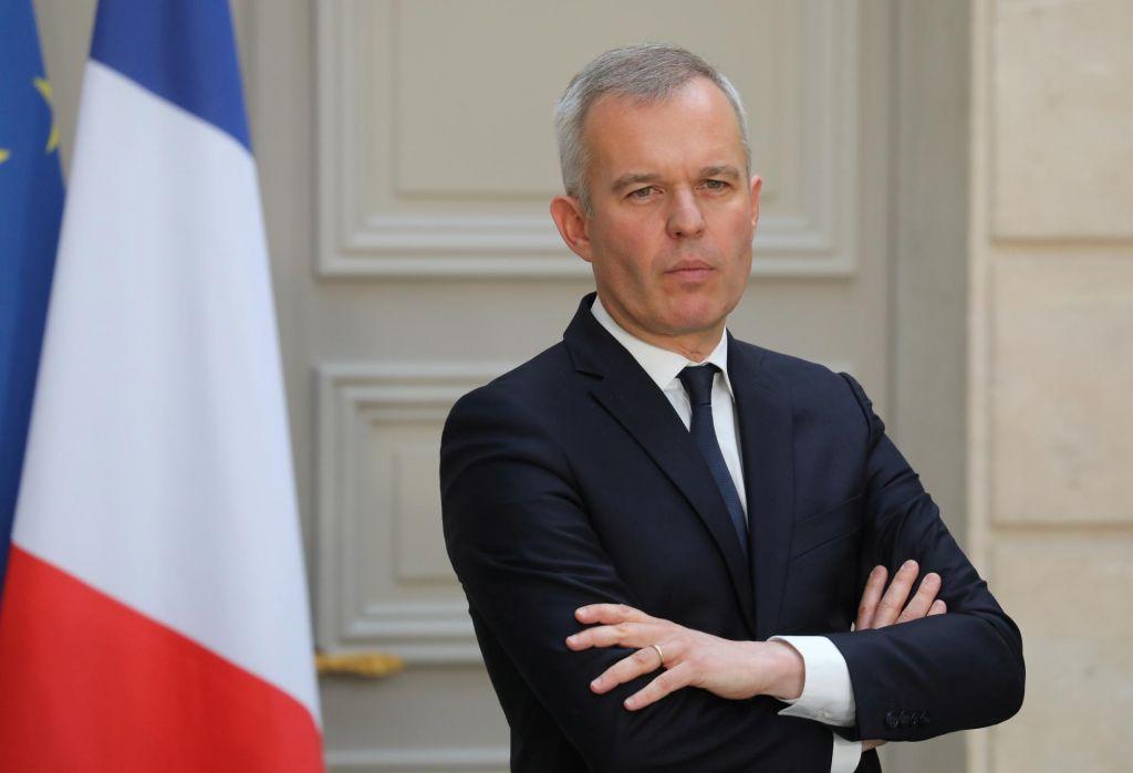 Zaradi očitkov o zlorabi davkoplačevalskega denarja odstopilfrancoski minister za okolje