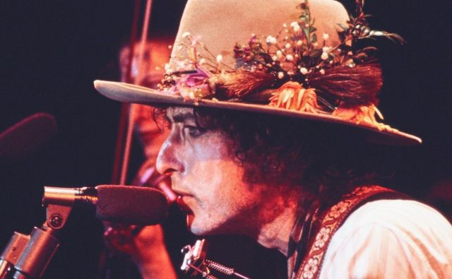 Prizor iz filma Rolling Thunder Revue: A Bob Dylan Story, ki se vrti na Netflixu. Pod režijo se je podpisal oskarjevec Martin Scorsese.