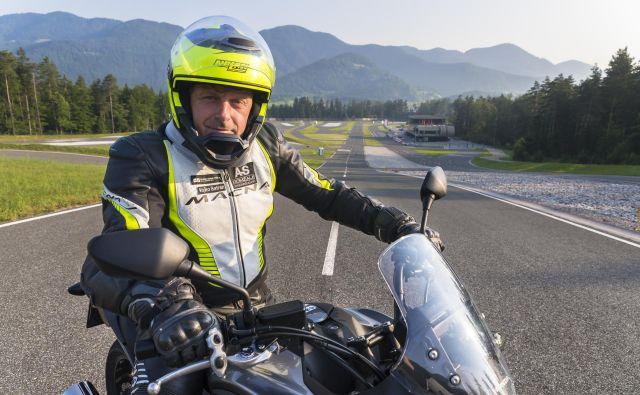 Vojko Safran, inštruktor varne vožnje motoristov v AMZS: Na prvem mestu med vzroki za nesreče je neprilagojena hitrost, ta pa je zelo širok pojem.<br /> Foto AMZS