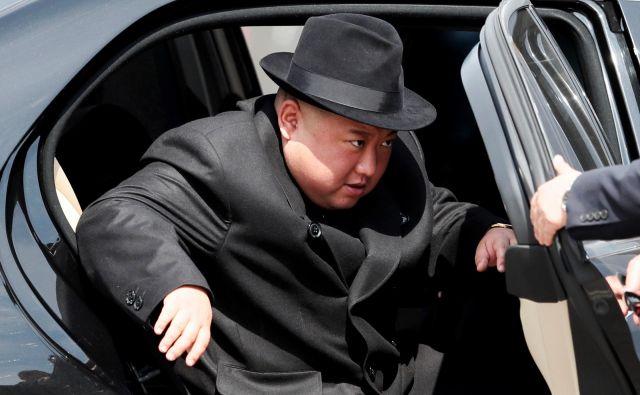 Severnokorejski vodja je z mercedesoma dal vedeti, da sankcije v bistvu ne delujejo. FOTO: Reuters