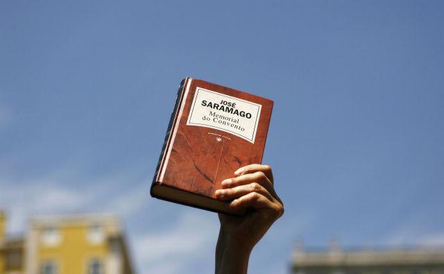Mar preseneča, da Portugalci imajo Nobelovega nagrajenca za literaturo, številni narodi pa ne bodo nikoli prepoznali svojega nobelovca?Foto: Rafael Marchante/Reuters