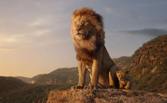 Mufasa in Simba, kralj in njegov naslednik. FOTO: promocijsko gradivo Disney Enterprises