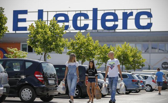 Po začetnem zagonu družbi E. Leclerc prodor na slovenskem trgu ni uspel, prihodki trgovskih centrov se znižujejo že od leta 2011.
