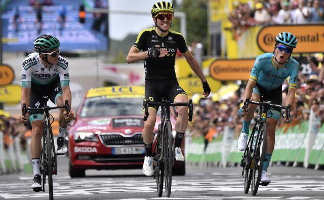 Simon Yates v šprintu ni bil favorit, a je imel očitno najmočnejše noge v ubežni trojki. FOTO: AFP