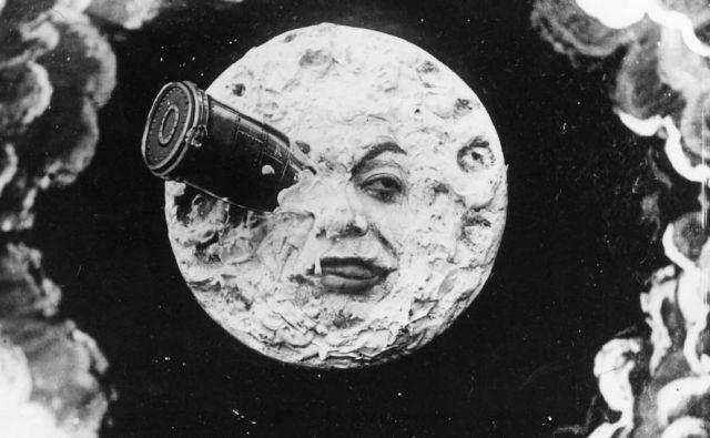 1902je leto, ko se je Luna prvič znašla na filmu.