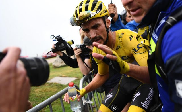 France's Julian Alaphilippe, wearing the overall leader's yellow jersey reacts after crossing the finish line of the fifteen stage of the 106th edition of the Tour de France cycling race between Limoux and Foix Prat d'Albis, in Foix Prat d'Albis on July 21, 2019. (Photo by Anne-Christine POUJOULAT / AFP) Foto Anne-christine Poujoulat Afp