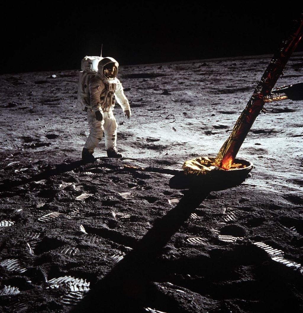 FOTO:Želja po Luni se spet prebuja (VIDEO)