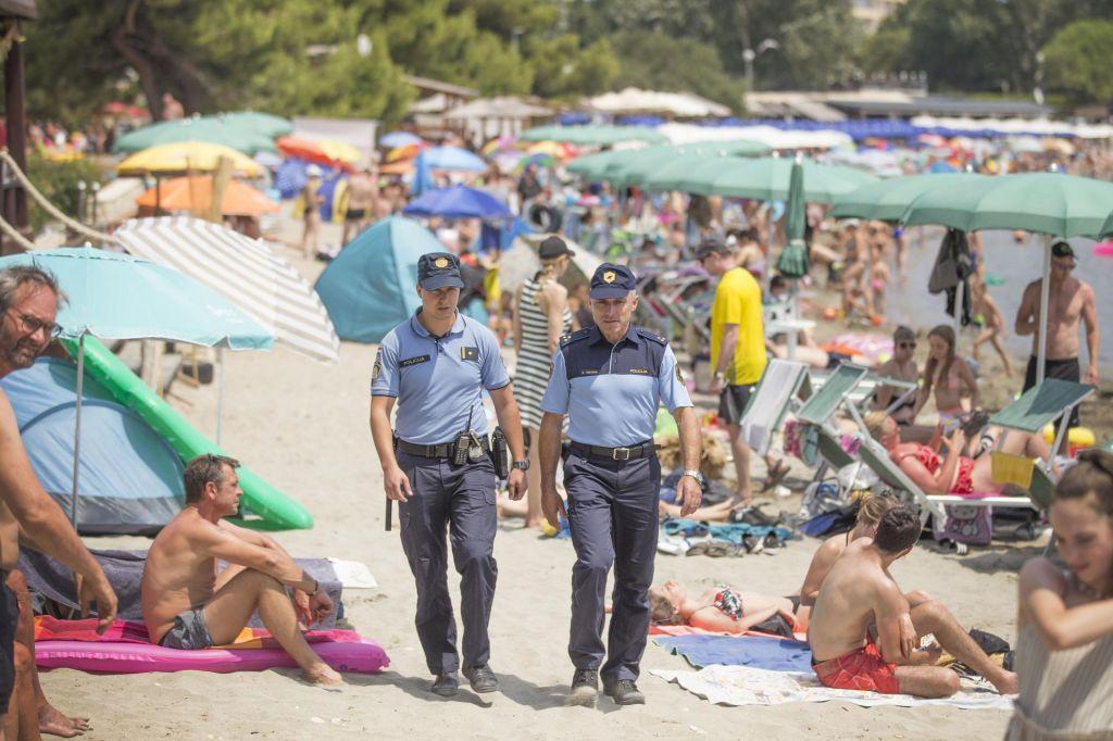 FOTO:Bodo slovenski policisti na Hrvaškem sploh imeli kaj dela?
