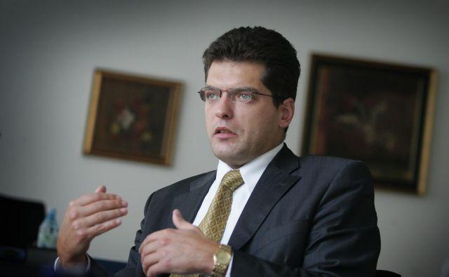 Lenarčič kljub včerajšnji hudi krvi med strankami očitno uživa podporo večine ministrov. FOTO: Damjan Žibert/Delo