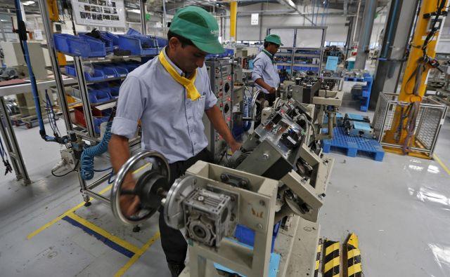 Šestmesečni podatki kažejo rast njihovih družb v vseh regijah, kjer delujejo, sporočajo iz Schneider Electric. Foto Reuters