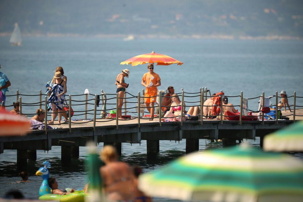 Tudi tuši na plažah bodo presahnili
