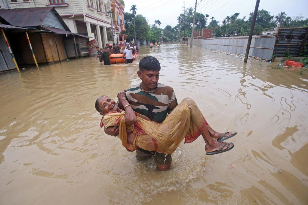 FOTO:Več kot 250 mrtvih v monsunskih poplavah