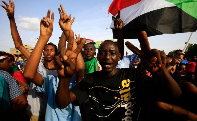Po osmih mesecih protestov in številnih žrtvah je bil v Kartumu le dosežen politični dogovor. FOTO: AFP