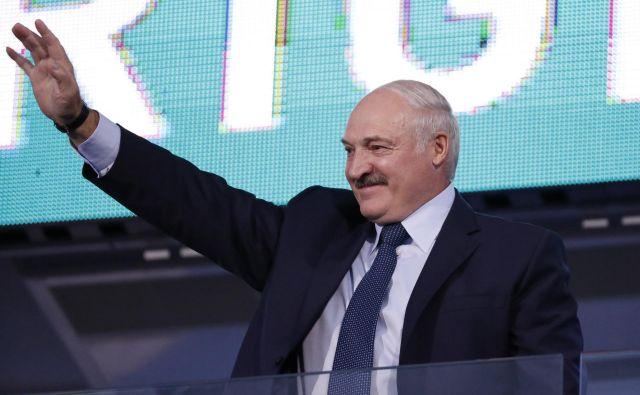 Prihodnje leto se bo nekdanjemu voditelju sovjetskega kolhoza iztekel peti mandat na čelu Belorusije in nič ne kaže, da se mu mudi zapustiti položaj. FOTO: Reuters