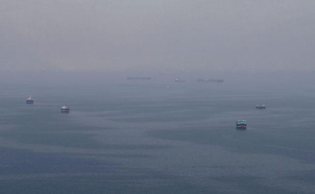 Incident z britanskim tankerjem se je zgodil le nekaj ur po tistem, ko je gibraltarsko vrhovno sodišče odločilo, da mora iranski supertanker Grace 1 v Gibraltarju ostati še 30 dni. FOTO: Hamad I Mohammed/Reuters