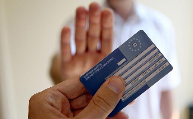 Evropska zdravstvena kartica med drugim ne krije stroškov prevoza zavarovane osebe iz tujine v domovino in stroškov zdravstvenih storitev turističnih in drugih zasebnih ambulant, ki niso del javne, državne zdravstvene mreže. FOTO: Blaž Samec/Delo