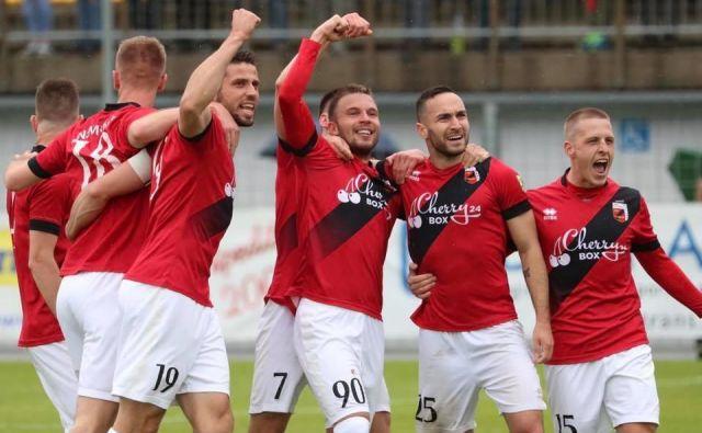 Nogometaši Sežane slavijo prvo zmago v prvoligaški konkurenci.
