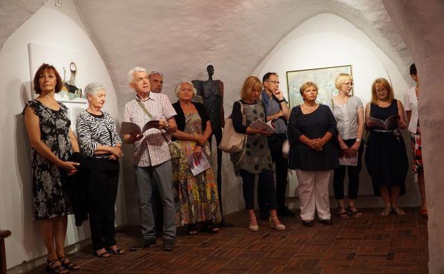 Odprtje razstave lanskih udeležencev <em>Salon des beaux arts</em> na Velenjskem gradu FOTO: Brane Piano