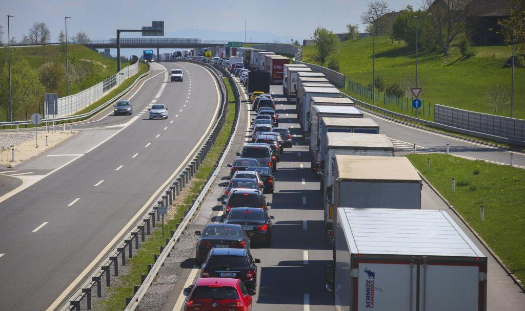 Sobota na cestah minila v znamenju zgoščenega prometa