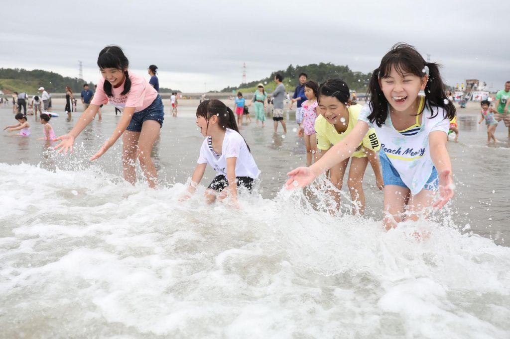Osem let po jedrski katastrofi odprli plažo nedaleč od Fukushime
