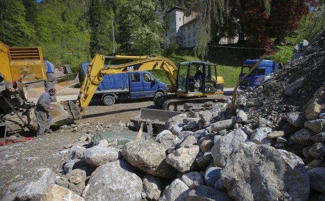 Ujma je v Jelendolu povzročila ogromno škodo. FOTO: Jože Suhadolnik/Delo