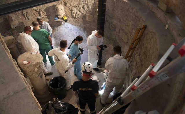 Med raziskovanjem izginotja najstnice so odkrili novi kostnici. FOTO: AFP