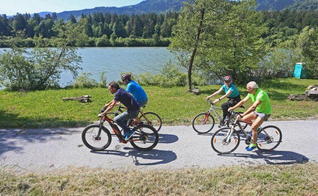 Ponudniki turističnih storitev ob reki Dravi ugotavljajo, da je kolesarjev ob reki vse več. Foto Tadej Regent