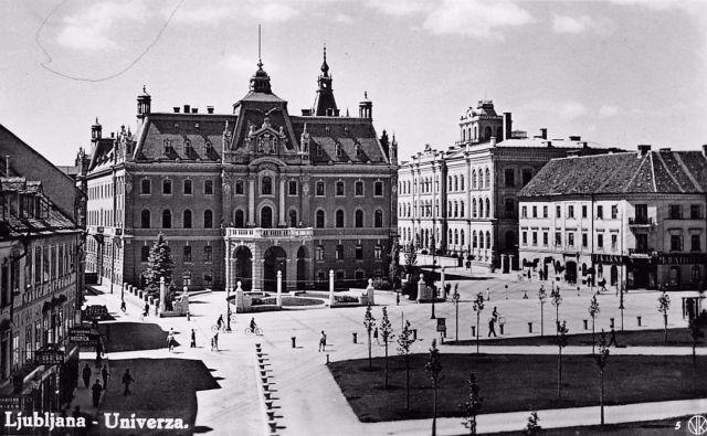Razglednica Ljubljane, datirana v tridesetih letih prejšnjega stoletja. Na sliki je dobro vidno poslopje Deželnega dvorca. Foto wikipedija