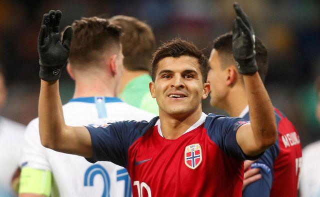Norvežan Tarik Elyounoussi, ki je igral tudi proti Sloveniji v ligi narodov (v ozadju Benjamin Verbič), je z devetimi goli najučikovitejši igralec AIK. FOTO: Reuters