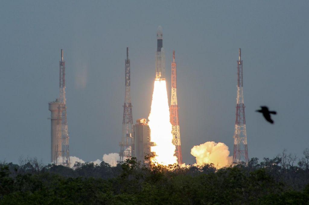 FOTO:Indija proti Luni poslala plovilo »tri v enem«