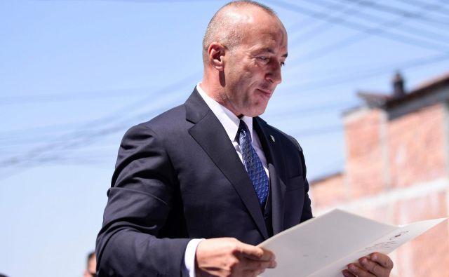 Haradinaj je danes odpotoval na zaslišanje v Haag kot državljan, in ne kot premier. FOTO: Armend Nimani/AFP