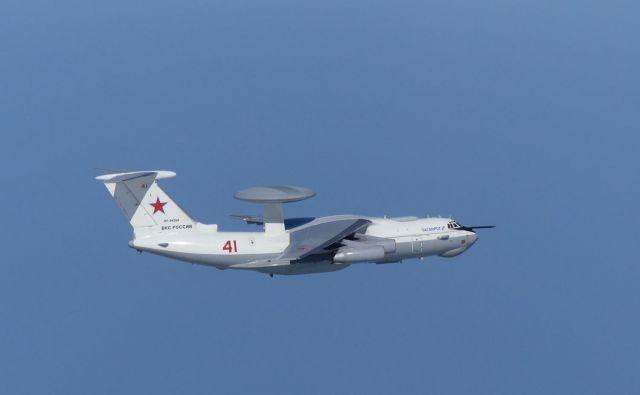 Rusko letalo A-50 je letelo blizu otokov Takešima, kar Južni Koreji ni bilo všeč. FOTO: Reuters