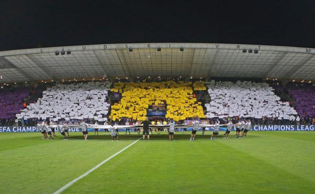 Mariborski navijači so v Ljudskem vrtu vselej znali pripraviti spektakularno kuliso. FOTO: Tadej Regent/Delo