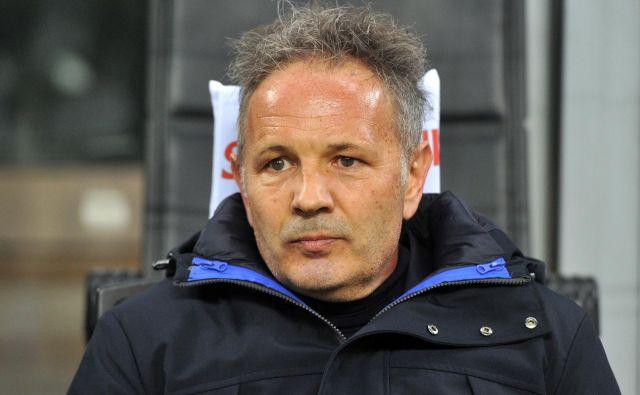 Trener Bologne Siniša Mihajlović se bori z akutno levkemijo. FOTO: Reuters