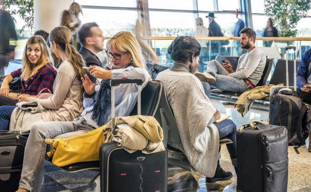Brskanje po spletu, branje, klepet, počitek. FOTO: Fraport Slovenija