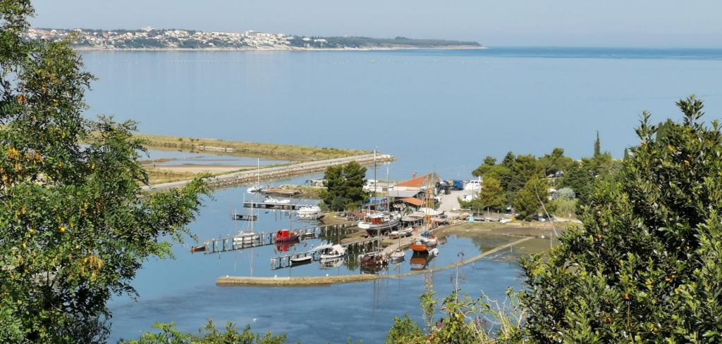 Pristanišče pogoj za ureditev Jernejevega kanala