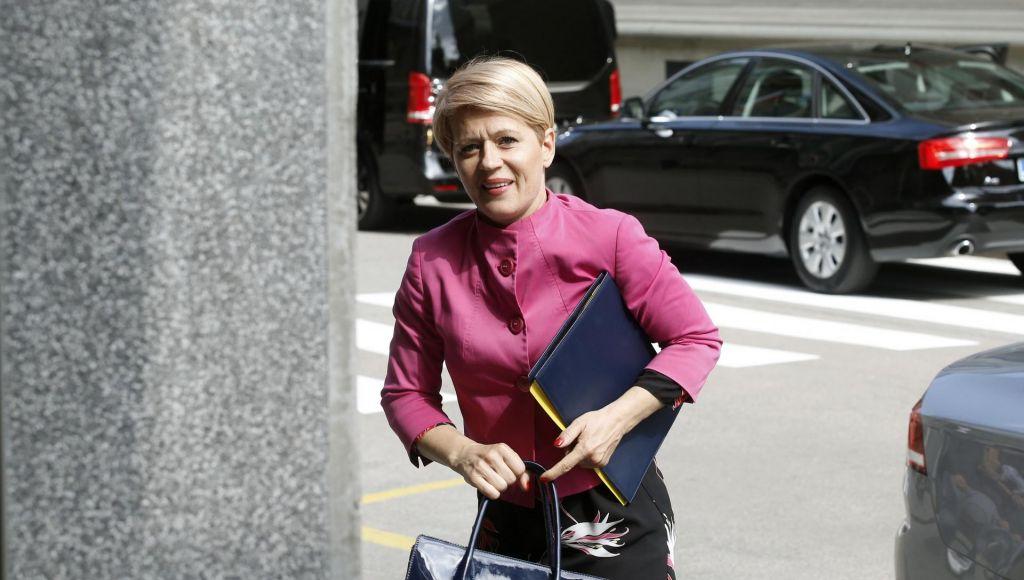 FOTO:Zakaj ministrico zanima povsem zaseben posel?