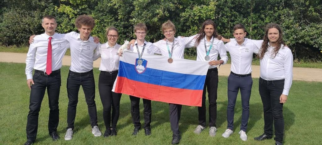 Na matematični olimpijadi slovenski dijaki osvojili dve srebrni in eno bronasto medaljo