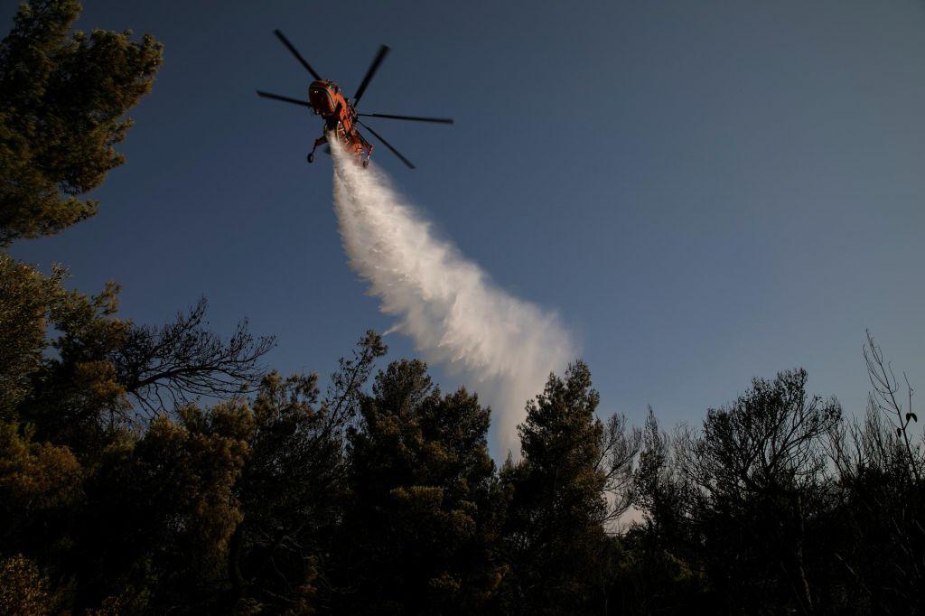 Leto po smrtonosnih gozdnih požarih v Grčiji znova zagorelo