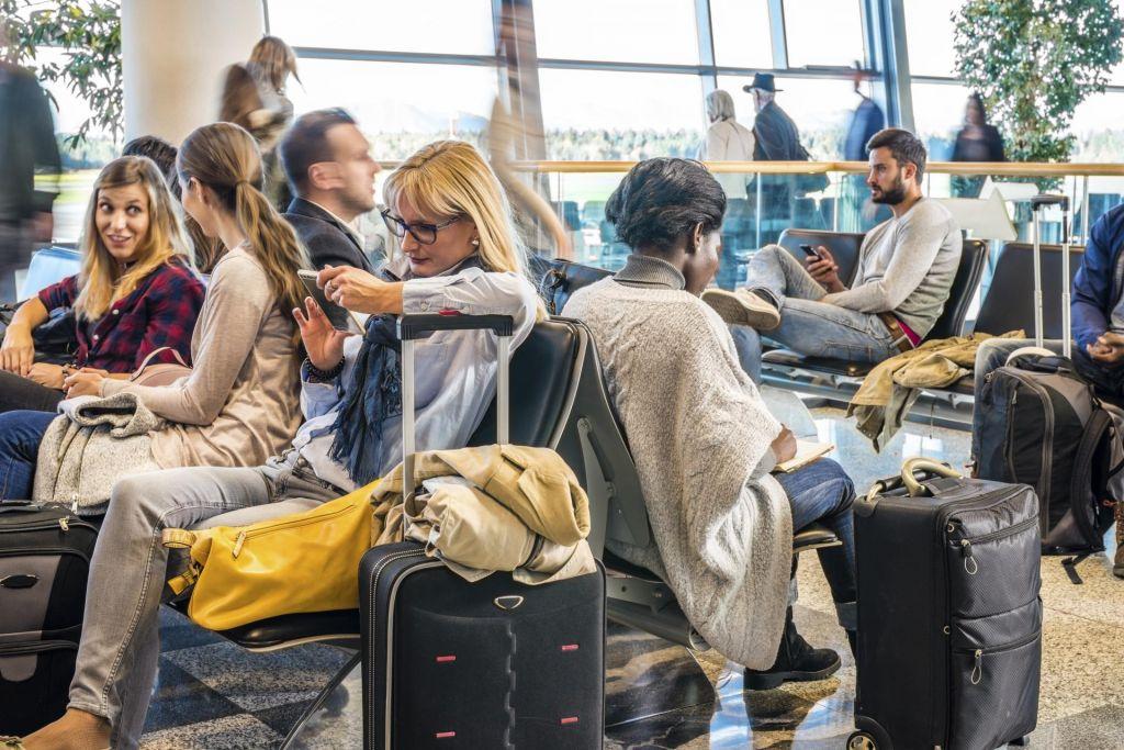 FOTO:Ko ima letalo zamudo, vi pa ujeti na letališču...