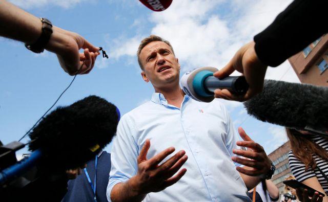 Aleksej Navalni opozarja na težave, s katerimi se ruska opozicija sooča pri registraciji svojih kandidatov na naslednjih volitvah. Foto Afp