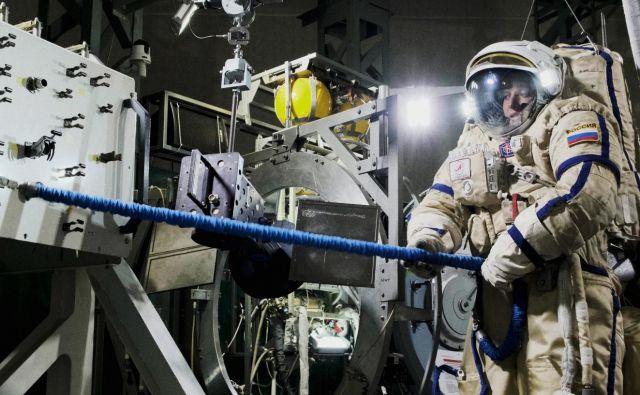 Gledališki informans <em>BIO::kozmizem</em> je zadnja razvojna stopnja pred poletom v vesolje. FOTO: Lukas Miheljak