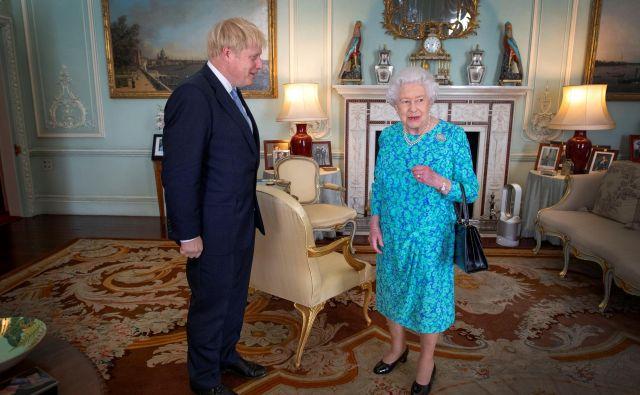 Novega britanskega premiera je v Buckinghamski palači sprejela kraljica Elizabeta II. Foto Reuters
