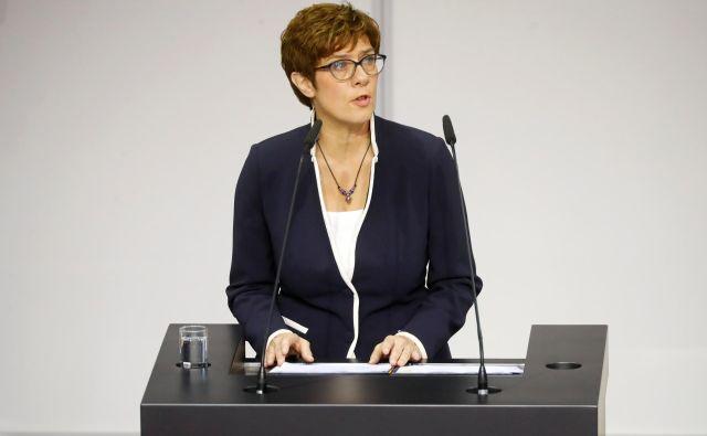 Annegret Kramp-Karrenbauer je zdaj tudi uradno nova nemška ministrica za obrambo. FOTO: Reuters
