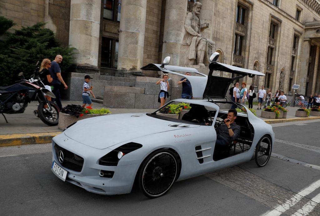 FOTO:Avtomobil na pedale