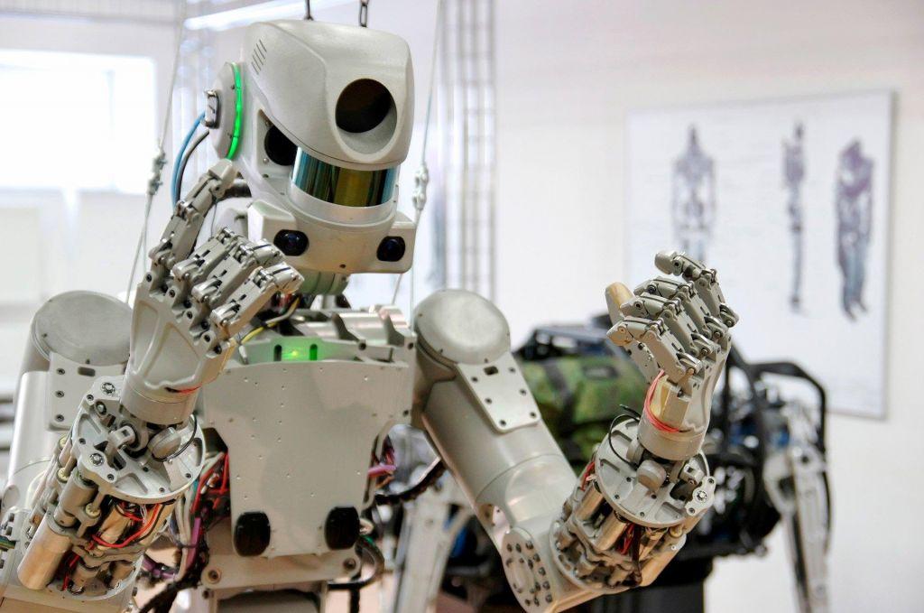 Robot z mrkim pogledom gre v vesolje