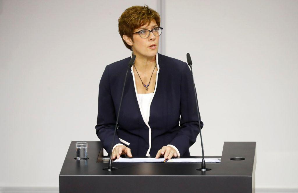 V nemškem parlamentu zaprisegla nova obrambna ministrica