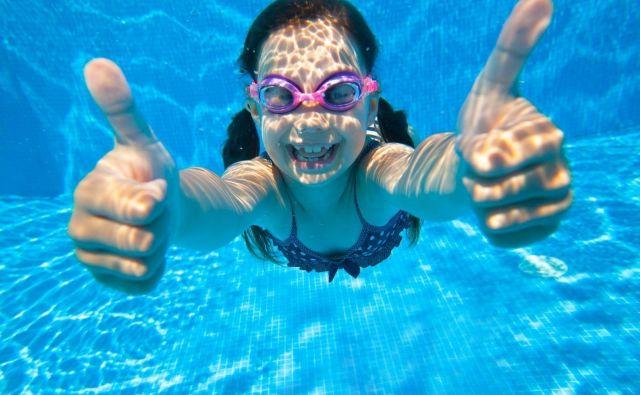 Če plavanje ni omejeno zgolj na kopanje, ampak je ustrezno podprto tudi s primerno intenzivnostjo in trajanjem vadbe, je ta vpliv še izrazitejši. Foto Shutterstock