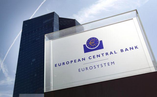 Gospodarska rast v evrskem območju se letos še naprej upočasnjuje, inflacija pa trdovratno ostaja pod ciljem ECB. FOTO: Daniel Roland/AFP