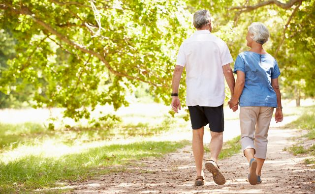 Najboljša vseživljenjska vadba je hoja, vendar ni dovolj. FOTO: Shutterstock